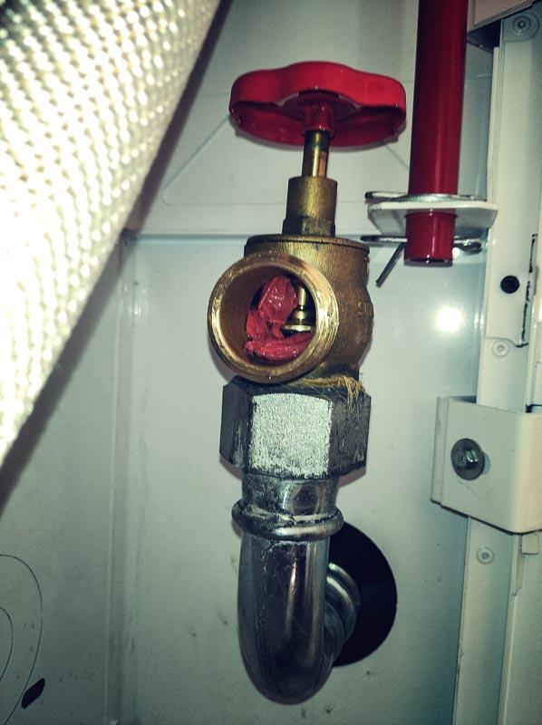 niedrożny zawór hydrantowy